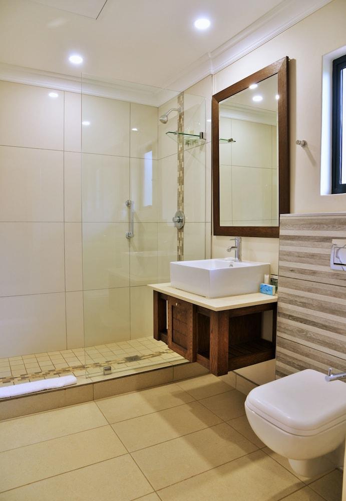 프리미어 리조트 사니 패스(Premier Resort Sani Pass) Hotel Image 13 - Bathroom