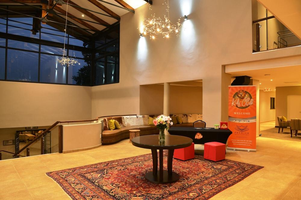 프리미어 리조트 사니 패스(Premier Resort Sani Pass) Hotel Image 1 - Lobby Sitting Area