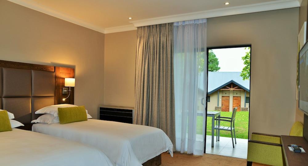프리미어 리조트 사니 패스(Premier Resort Sani Pass) Hotel Image 10 - Guestroom