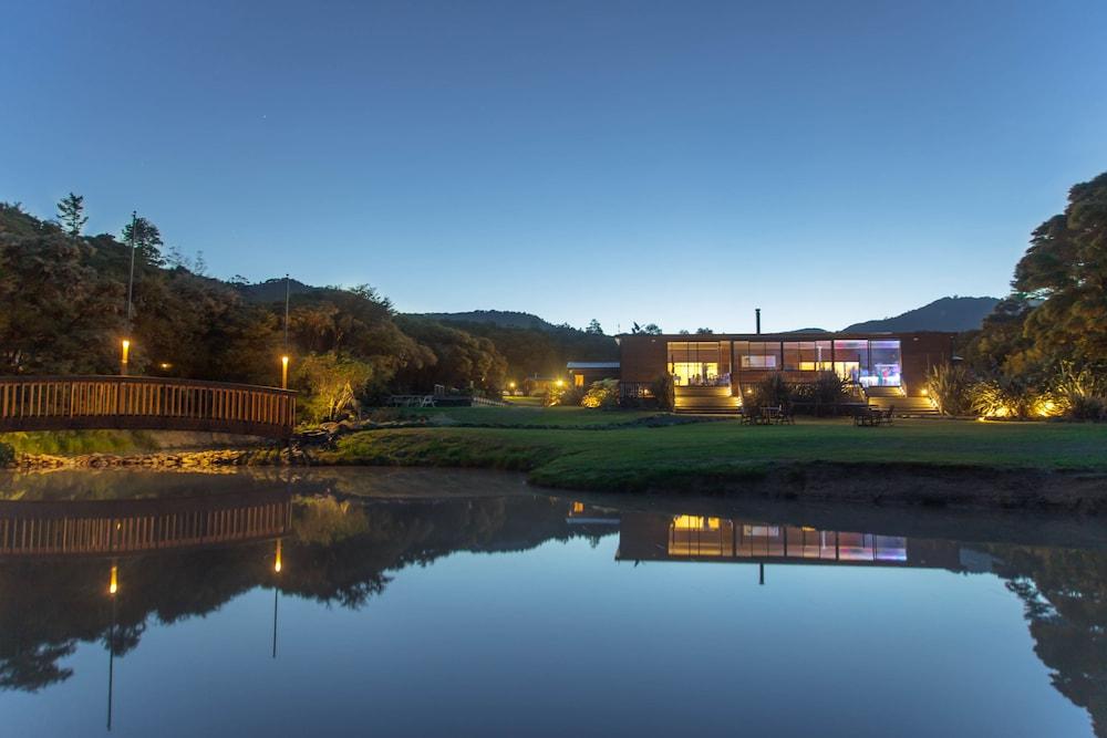 탕기아로 키위 리트리트(Tangiaro Kiwi Retreat) Hotel Image 1 - View from Hotel