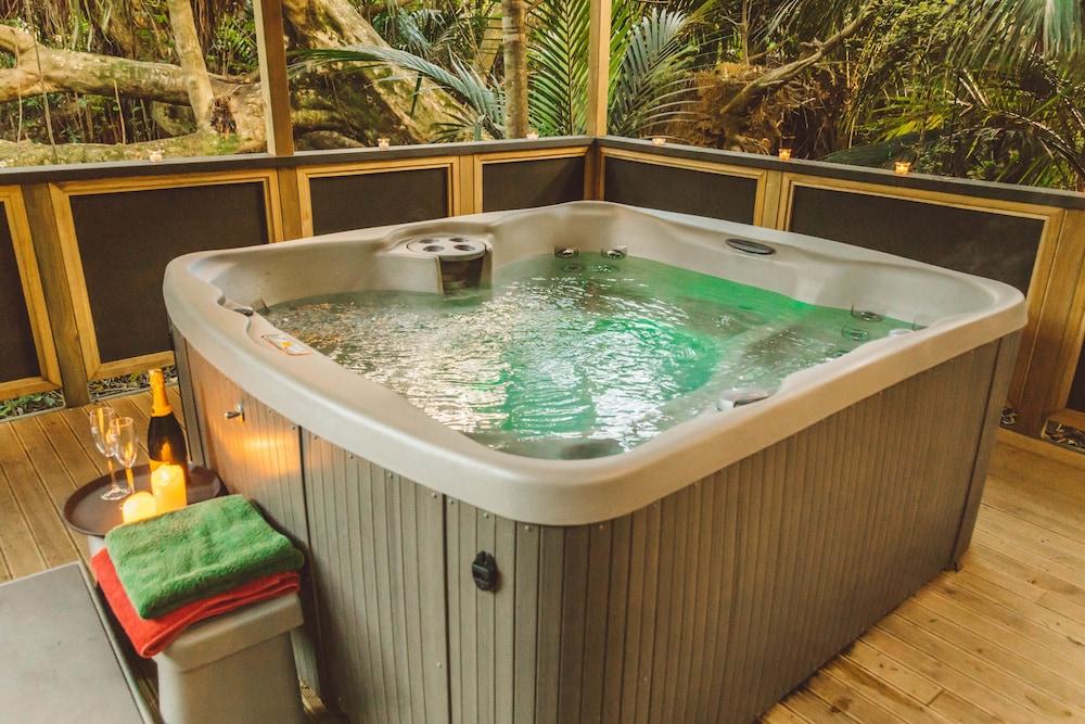탕기아로 키위 리트리트(Tangiaro Kiwi Retreat) Hotel Image 18 - Outdoor Spa Tub