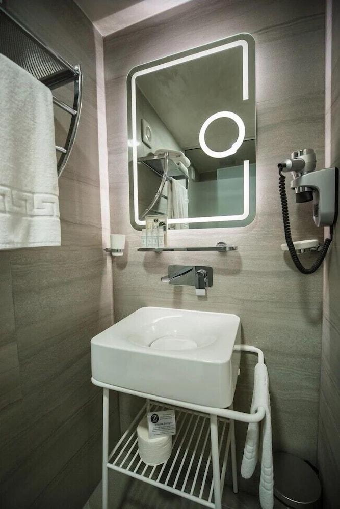 지 이그제큐티브 부티크 호텔(Z Executive Boutique Hotel) Hotel Image 29 - Bathroom