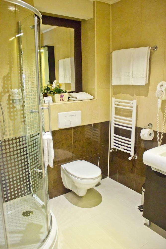 지 이그제큐티브 부티크 호텔(Z Executive Boutique Hotel) Hotel Image 27 - Bathroom