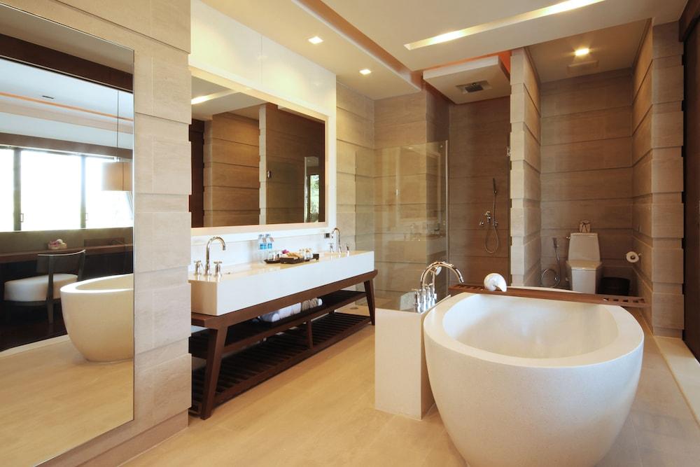 케이프 니드라 호텔 후아힌(Cape Nidhra Hotel Hua Hin) Hotel Image 25 - Bathroom