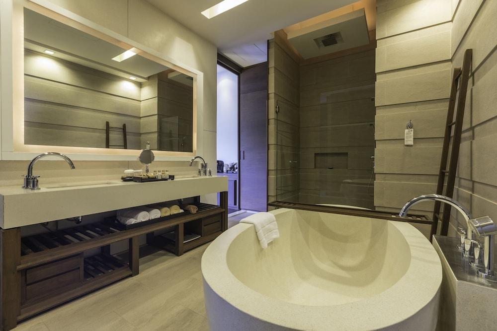 케이프 니드라 호텔 후아힌(Cape Nidhra Hotel Hua Hin) Hotel Image 26 - Bathroom