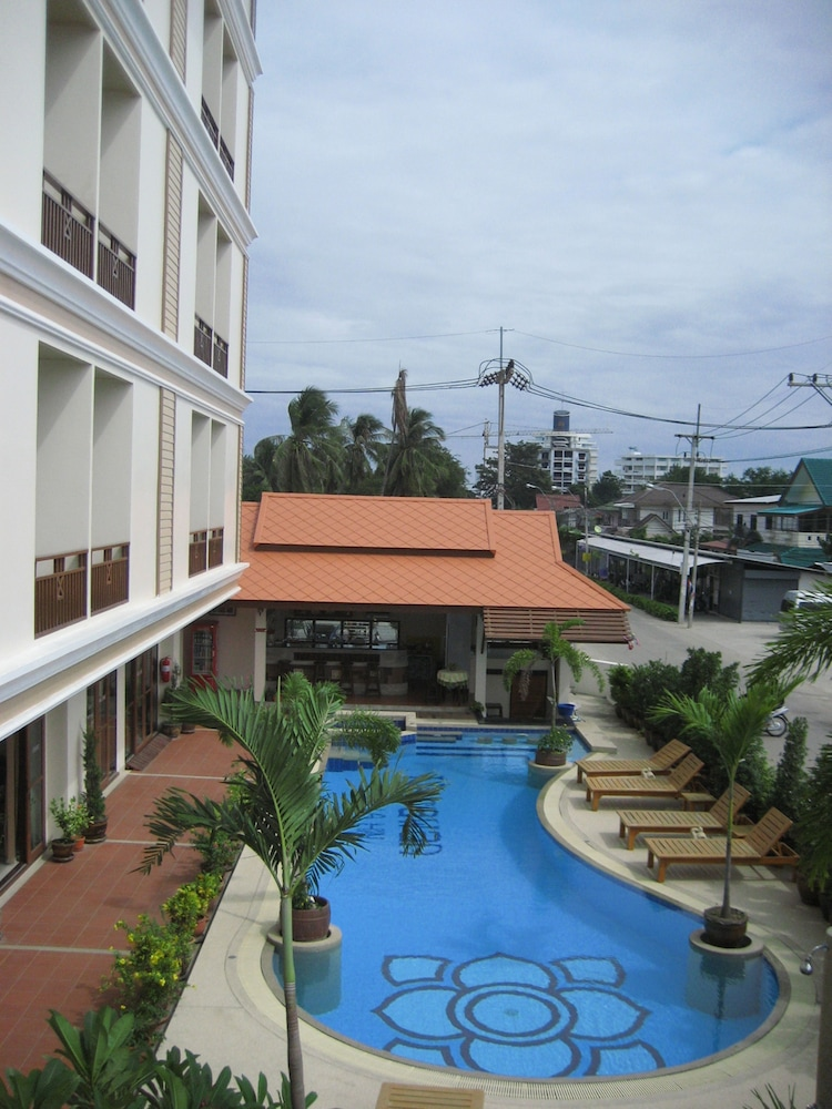나라완 호텔(Narawan Hotel) Hotel Image 31 - Outdoor Pool