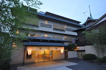 Gion Ryokan Karaku - Featured Image  - #0