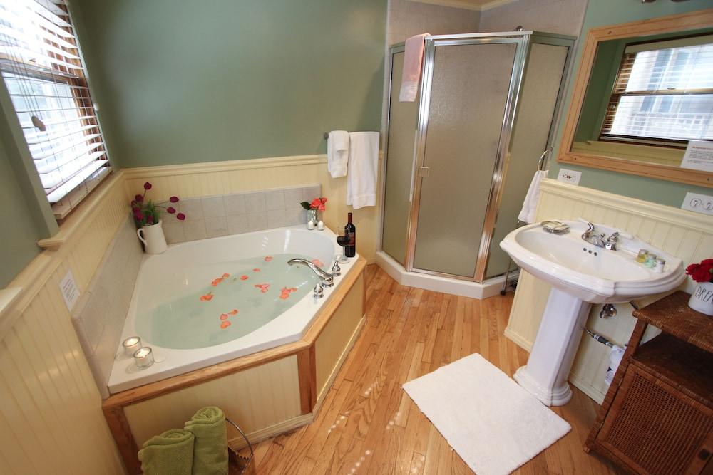 엘리어트 하우스 B&B(Elliott House Bed & Breakfast) Hotel Image 5 - Guestroom