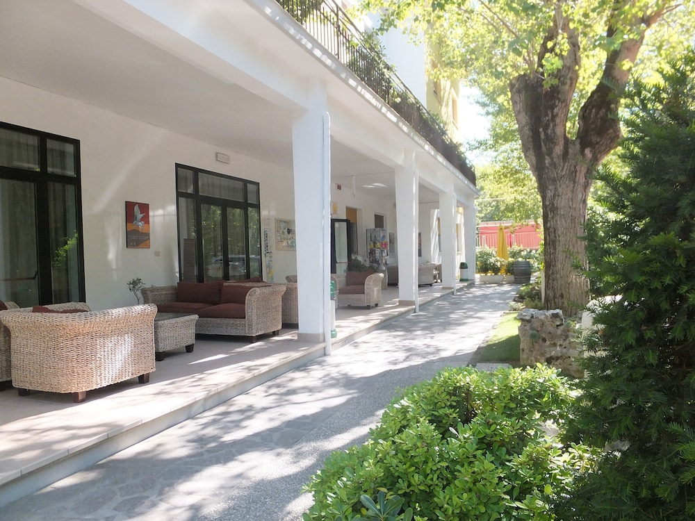 오스텔로 카사 페르 페리에 스텔라 마리나 - 호스텔(Ostello Casa per Ferie Stella Marina - Hostel) Hotel Image 25 - Property Grounds