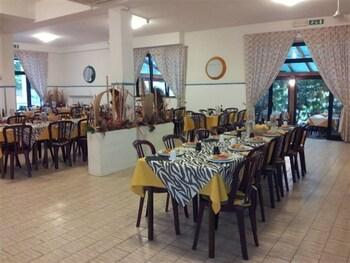 오스텔로 카사 페르 페리에 스텔라 마리나 - 호스텔(Ostello Casa per Ferie Stella Marina - Hostel) Hotel Image 20 - Restaurant