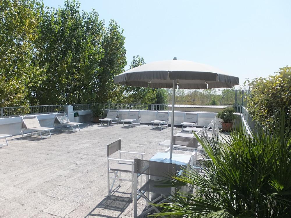 오스텔로 카사 페르 페리에 스텔라 마리나 - 호스텔(Ostello Casa per Ferie Stella Marina - Hostel) Hotel Image 28 - Outdoor Dining
