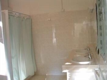 오스텔로 카사 페르 페리에 스텔라 마리나 - 호스텔(Ostello Casa per Ferie Stella Marina - Hostel) Hotel Image 10 - Bathroom