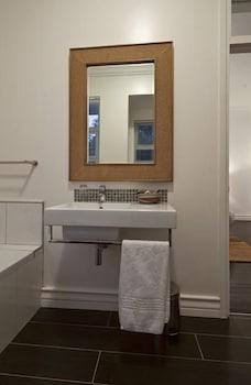 더 그레인지 게스트 하우스(The Grange Guest House) Hotel Image 11 - Bathroom Sink