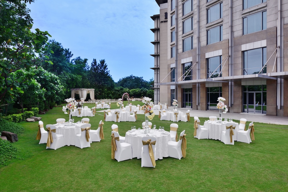 JW 메리어트 호텔 찬디가르(JW Marriott Hotel Chandigarh) Hotel Image 45 - Outdoor Wedding Area