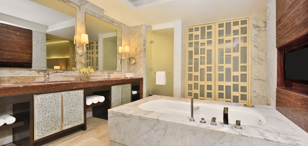 JW 메리어트 호텔 찬디가르(JW Marriott Hotel Chandigarh) Hotel Image 20 - Bathroom