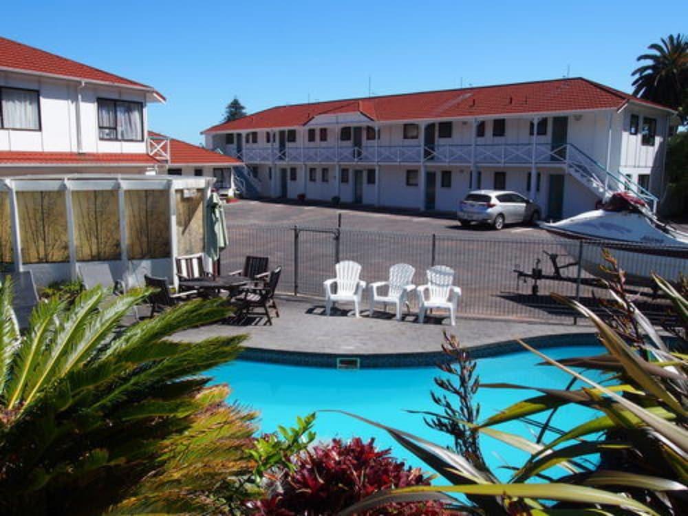 마를린 코트 모텔(Marlin Court Motel) Hotel Image 1 - View from Hotel