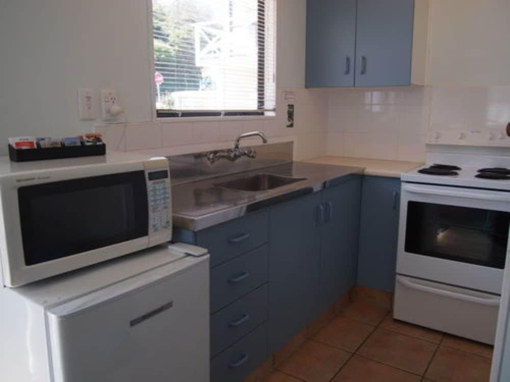 마를린 코트 모텔(Marlin Court Motel) Hotel Image 7 - In-Room Kitchen