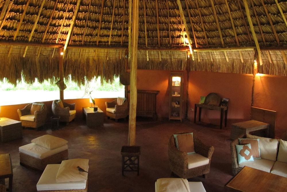 캄파멘토 타푸이 로지(Campamento Tapuy Lodge) Hotel Image 10 - Hotel Lounge