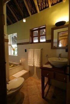 캄파멘토 타푸이 로지(Campamento Tapuy Lodge) Hotel Image 5 - Bathroom