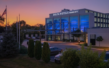 Hotel - Delta Hotels by Marriott Milwaukee Northwest