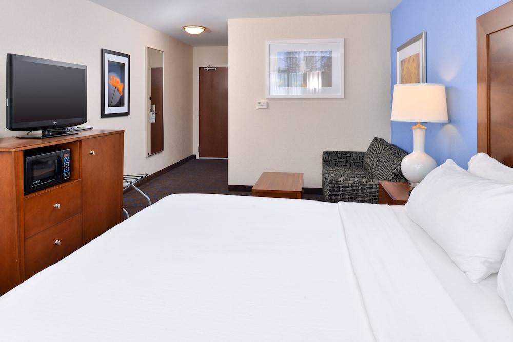 홀리데이 인 익스프레스 호텔 & 스위트 테르 오트(Holiday Inn Express Hotel & Suites Terre Haute) Hotel Image 22 - Guestroom
