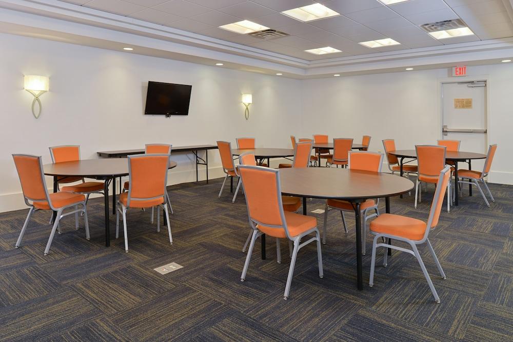 홀리데이 인 익스프레스 호텔 & 스위트 테르 오트(Holiday Inn Express Hotel & Suites Terre Haute) Hotel Image 40 - Meeting Facility