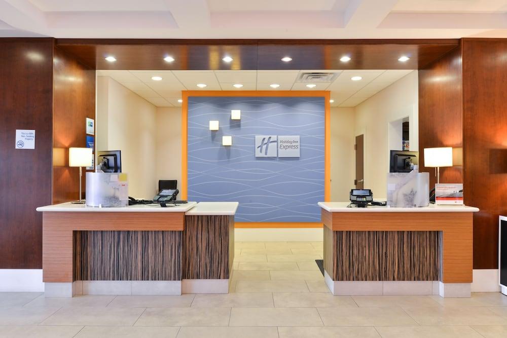 홀리데이 인 익스프레스 호텔 & 스위트 테르 오트(Holiday Inn Express Hotel & Suites Terre Haute) Hotel Image 3 - Lobby