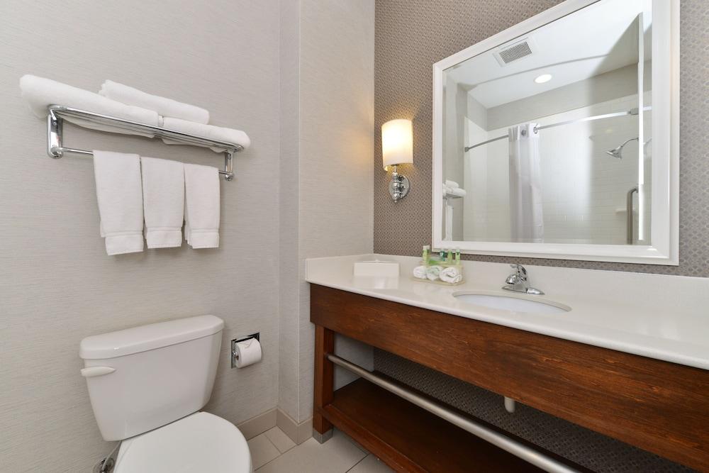 홀리데이 인 익스프레스 호텔 & 스위트 테르 오트(Holiday Inn Express Hotel & Suites Terre Haute) Hotel Image 20 - In-Room Amenity
