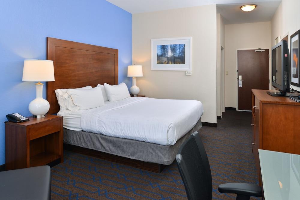 홀리데이 인 익스프레스 호텔 & 스위트 테르 오트(Holiday Inn Express Hotel & Suites Terre Haute) Hotel Image 13 - Guestroom
