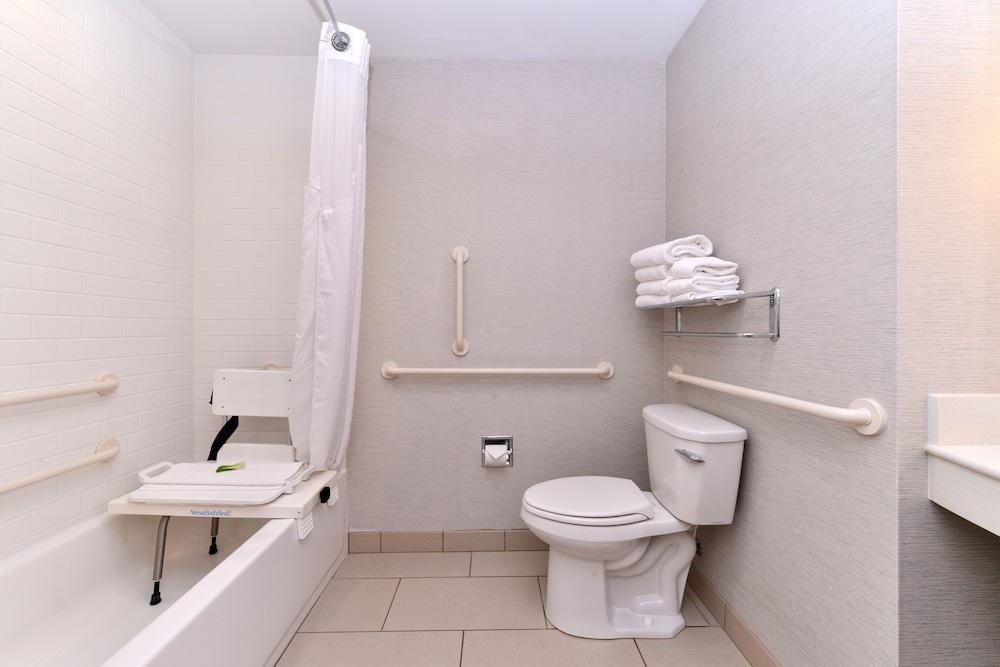 홀리데이 인 익스프레스 호텔 & 스위트 테르 오트(Holiday Inn Express Hotel & Suites Terre Haute) Hotel Image 21 - In-Room Amenity