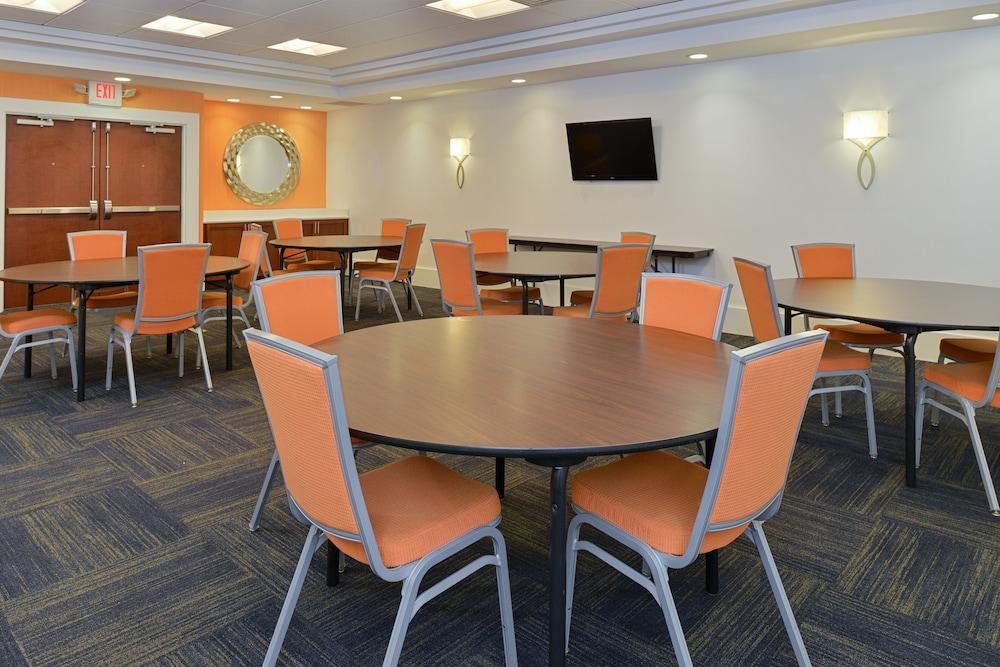 홀리데이 인 익스프레스 호텔 & 스위트 테르 오트(Holiday Inn Express Hotel & Suites Terre Haute) Hotel Image 39 - Meeting Facility