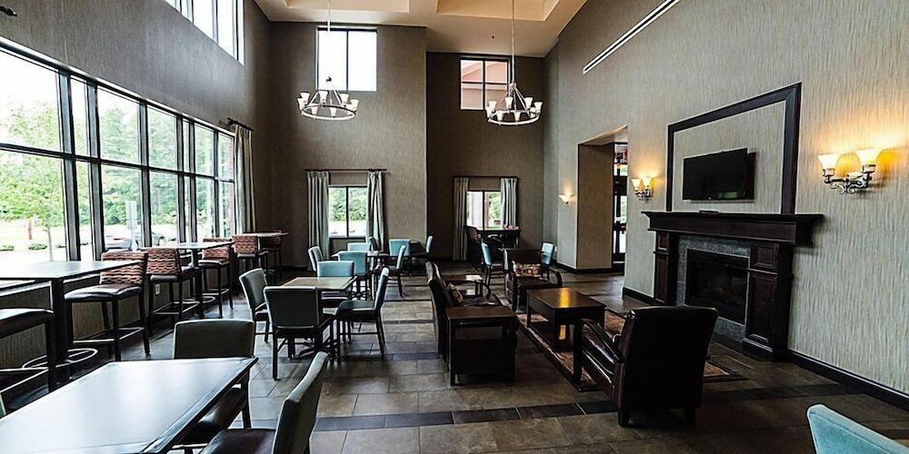 홀리데이 인 익스프레스 호텔 & 스위트 로킹검(Holiday Inn Express Hotel & Suites Rockingham) Hotel Image 25 - Breakfast Area