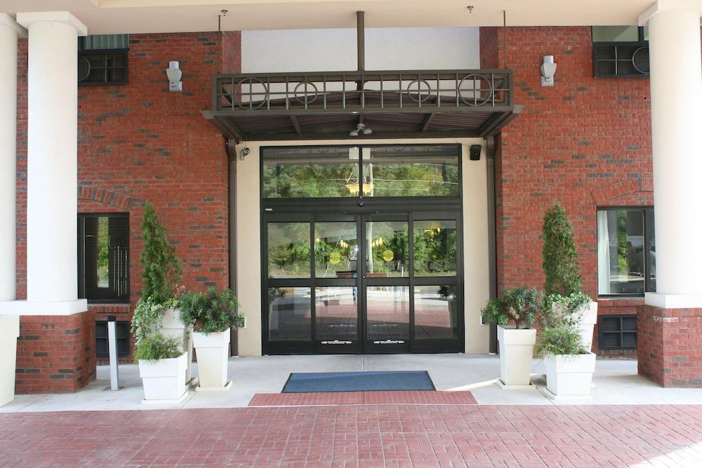 홀리데이 인 익스프레스 호텔 & 스위트 로킹검(Holiday Inn Express Hotel & Suites Rockingham) Hotel Image 37 - Exterior