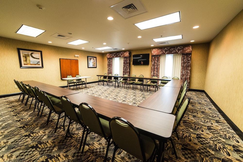 홀리데이 인 익스프레스 호텔 & 스위트 로킹검(Holiday Inn Express Hotel & Suites Rockingham) Hotel Image 32 - Meeting Facility