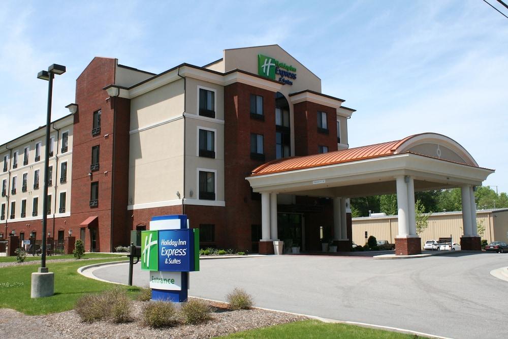 홀리데이 인 익스프레스 호텔 & 스위트 로킹검(Holiday Inn Express Hotel & Suites Rockingham) Hotel Image 0 - Featured Image