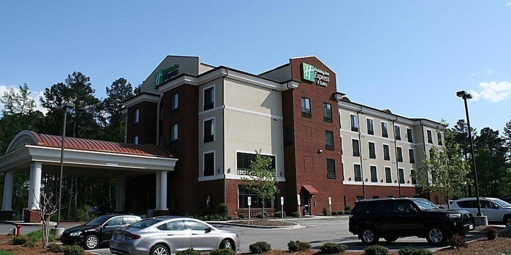 홀리데이 인 익스프레스 호텔 & 스위트 로킹검(Holiday Inn Express Hotel & Suites Rockingham) Hotel Image 35 - Parking