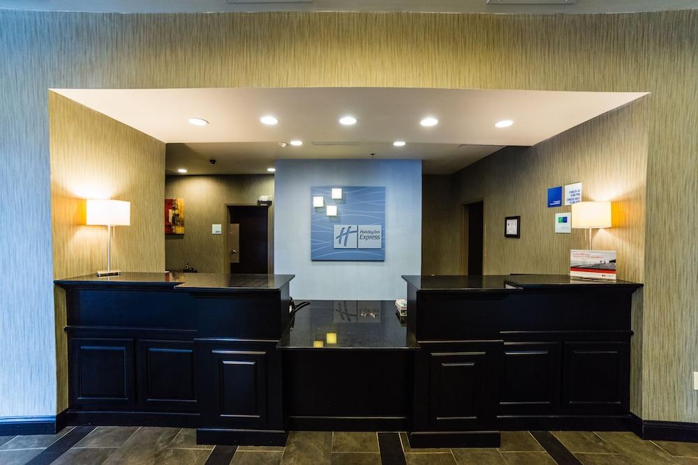 홀리데이 인 익스프레스 호텔 & 스위트 로킹검(Holiday Inn Express Hotel & Suites Rockingham) Hotel Image 3 - Lobby