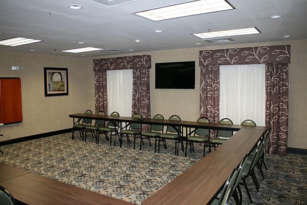 홀리데이 인 익스프레스 호텔 & 스위트 로킹검(Holiday Inn Express Hotel & Suites Rockingham) Hotel Image 33 - Meeting Facility