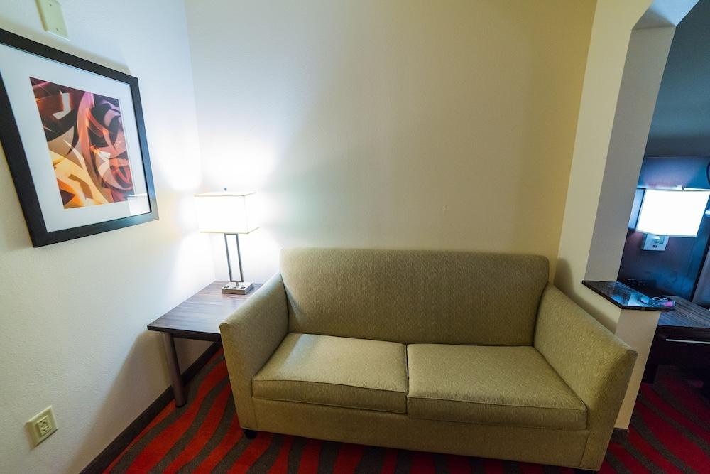 홀리데이 인 익스프레스 호텔 & 스위트 로킹검(Holiday Inn Express Hotel & Suites Rockingham) Hotel Image 13 - Guestroom