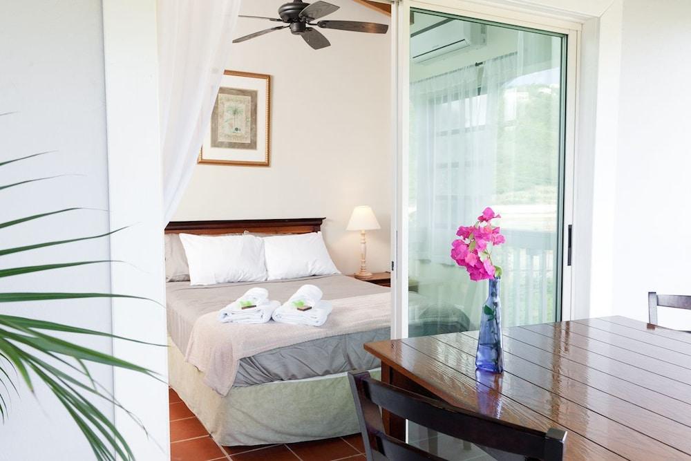 투 샌달스 바이 더 시 인 - B&B(Two Sandals by the Sea Inn - B&B) Hotel Image 2 - Guestroom