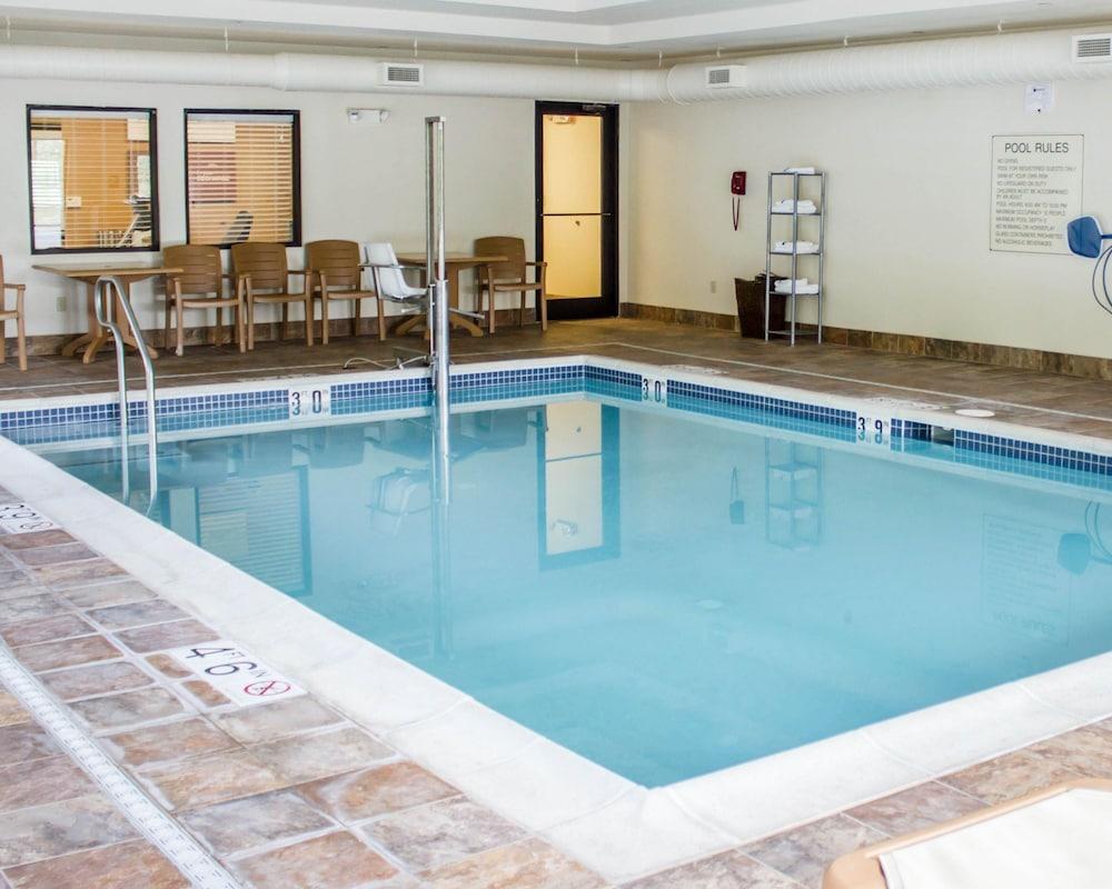 컴포트 스위트(Comfort Suites) Hotel Image 6 - Pool