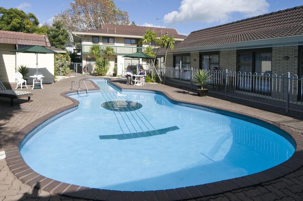 듀크스 미드웨이 로지(Dukes Midway Lodge) Hotel Image 0 - Featured Image