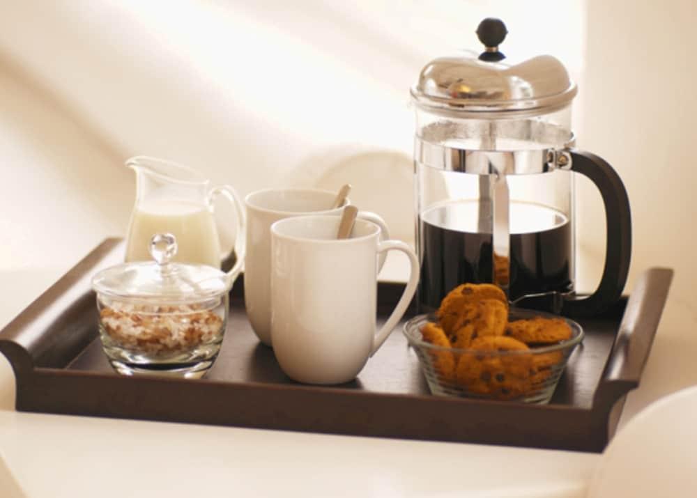 던처치 파크 호텔(Dunchurch Park Hotel) Hotel Image 11 - In-Room Coffee