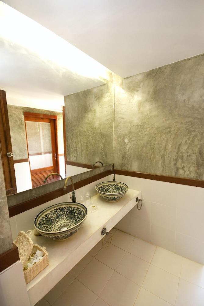 코 탈루 아일랜드 리조트(Koh Talu Island Resort) Hotel Image 27 - Bathroom