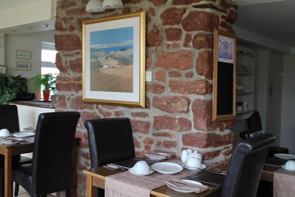 디 애슐레이 게스트하우스(The Ashleigh Guesthouse) Hotel Image 59 - Couples Dining