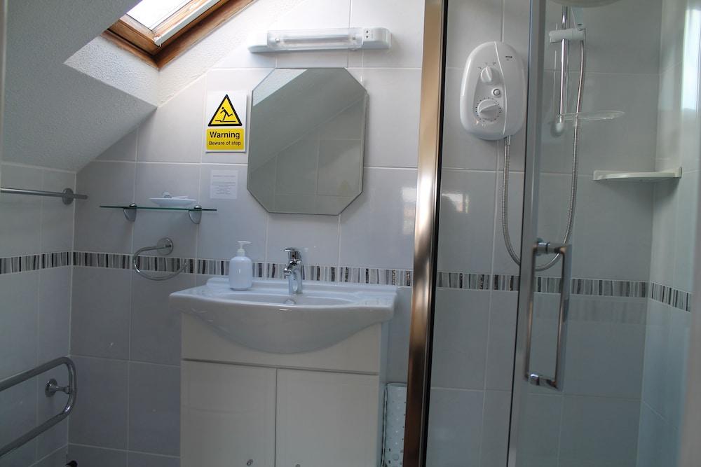 디 애슐레이 게스트하우스(The Ashleigh Guesthouse) Hotel Image 47 - Bathroom