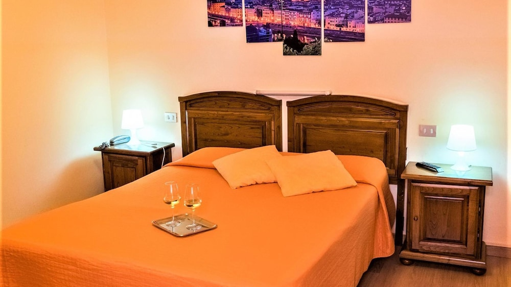 Economy Double Room, Shared Bathroom (French bed)