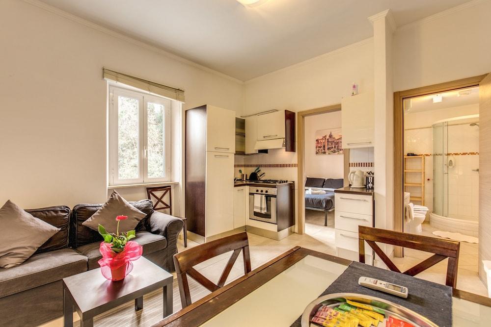 아우렐리아 바티칸 아파트먼츠(Aurelia Vatican Apartments) Hotel Image 43 - Living Area