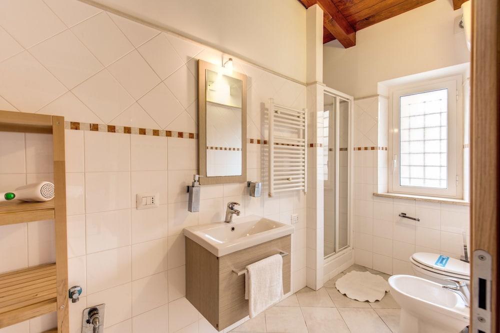 아우렐리아 바티칸 아파트먼츠(Aurelia Vatican Apartments) Hotel Image 56 - Bathroom