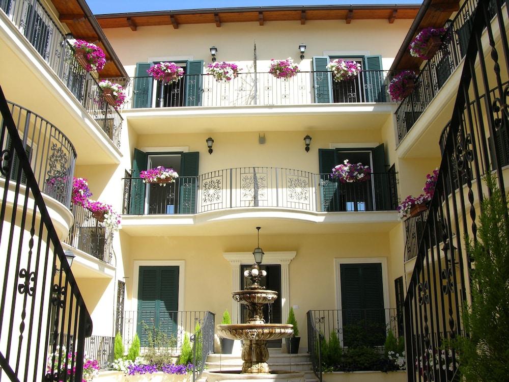 아우렐리아 바티칸 아파트먼츠(Aurelia Vatican Apartments) Hotel Image 0 - Featured Image